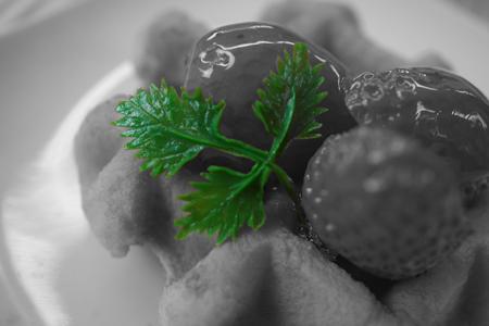 パートカラー(グリーン)で撮ったいちごのワッフルの食品サンプル