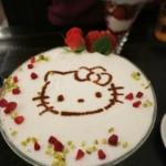 人気カフェとキティのコラボメニュー「ハローキティチュロパフェ」を食べてきました