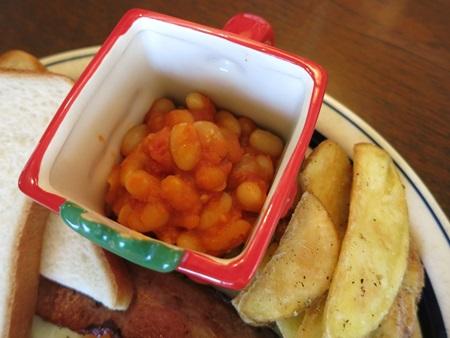 Mr. Strong(ミスター・ストロング)のマグカップに豆のトマト煮