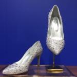【ディズニーシンデレラ】映画公開記念 9人の有名デザイナーがデザインしたシンデレラの靴
