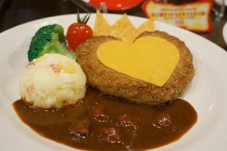 東京ディズニーランド クイーンオブハートのハートのハンバーグ、トマトデミグラスソース