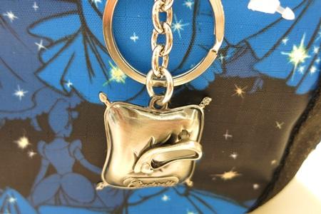 ディズニーシンデレラ柄のレスポートサックについているガラスの靴のチャーム