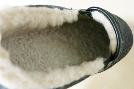 羊毛混のふんわり軽量スリッポン