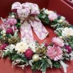 上品なダマスク模様のリボンが大人なドライリース「ロマンティック・ピンクリース」