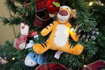 イイハナ ディズニー クリスマスツリーセット「スペシャルクリスマス~くまのプーさんと仲間たち~」150cm(LEDライト付き)