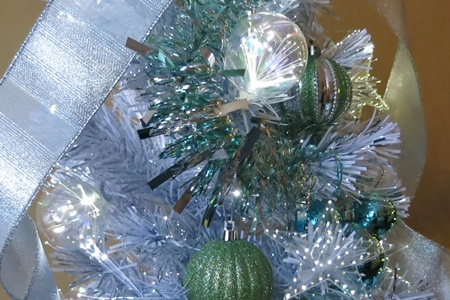イイハナ ディズニー クリスマスツリー「シャイニーロマネスク~フローズンブルー~」120cm(LEDライト付き)