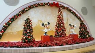 リゾートゲートウェイステーション構内のクリスマスツリー
