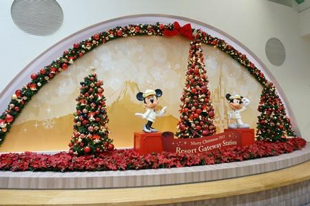 2015年ディズニーリゾートゲートウェイステーション構内のクリスマスツリー