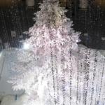 【丸の内クリスマス】KITTEのホワイトツリーは屋内最大級