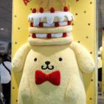【ポムポムプリン】渋谷に出現!!半立体の「なでなでプリン」