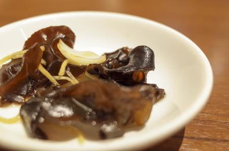 黒きくらげの黒酢あえ ディンタイフォン(鼎泰豐)20周年記念