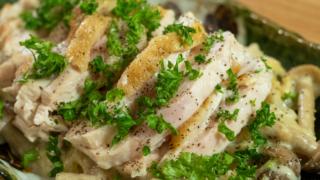 柔らか蒸し鶏のまろやか野菜クリームソース